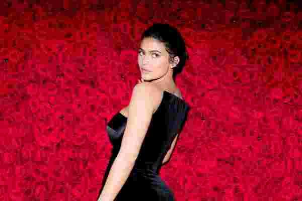 凯莉·詹纳是如何打造有史以来发展最快的美容品牌之一的