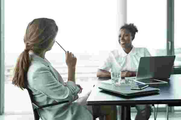 如何进行员工绩效考核以减轻压力