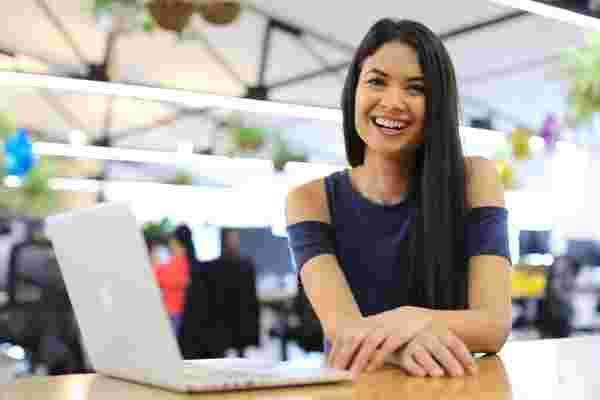 """她被告知 """"不"""" 100次。现在,这位31岁的女性创始人经营着10亿美元的业务。"""