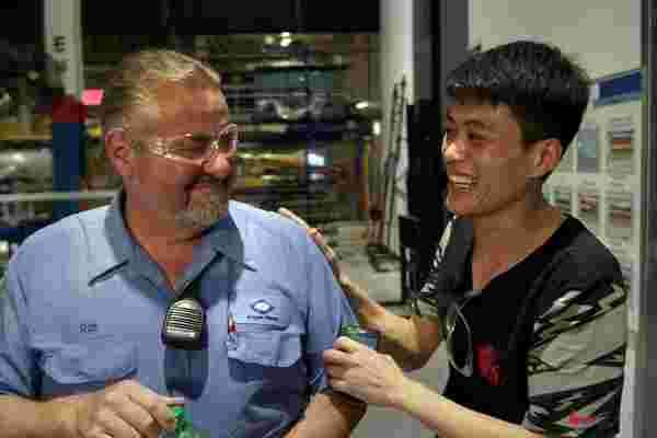 奥斯卡获奖纪录片考察了位于美国心脏地带的一家中国工厂