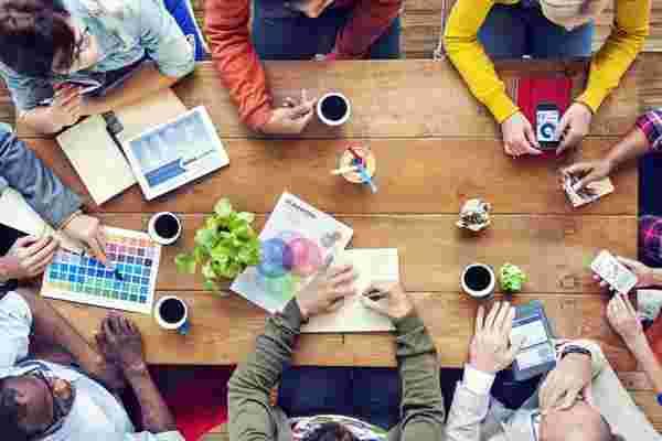公司培养富有成效的同事友谊的4种方式