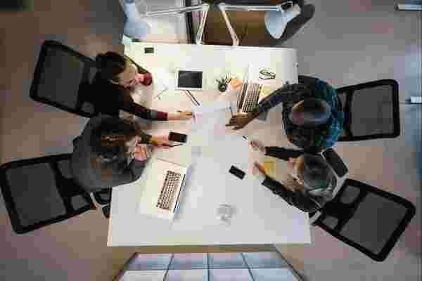 年轻企业家或内心的年轻人引领道路的8个原因