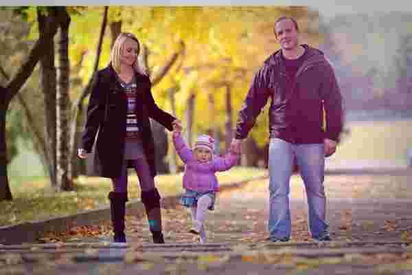 谁更快乐: 在职父母还是全职父母?