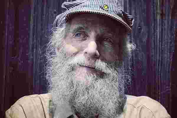 胡子嬉皮的联合创始人,伯特·沙维茨 (Burt Shavitz) 死于80岁