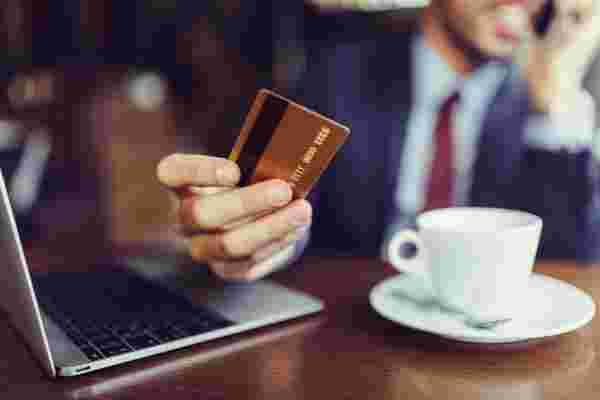 您应该了解的7种类型的电子商务欺诈计划
