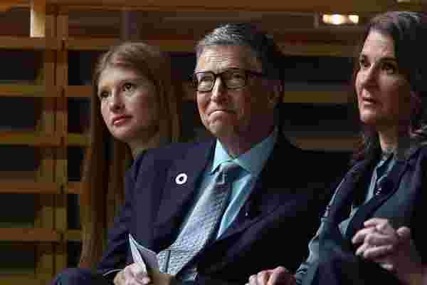 比尔·盖茨在他耗资127万美元的豪宅大楼里有一个蹦床室