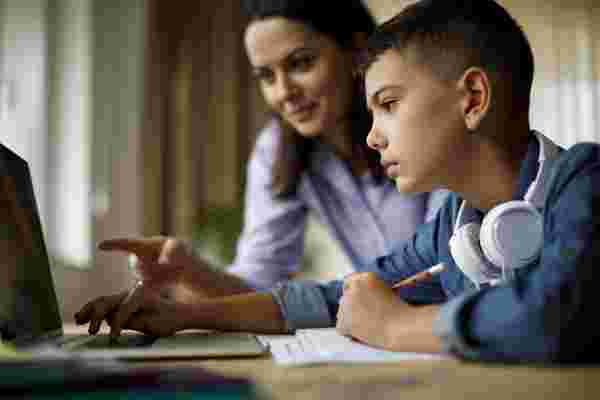 我从观看十几岁的儿子开始并成长为他的忙碌中学到了什么